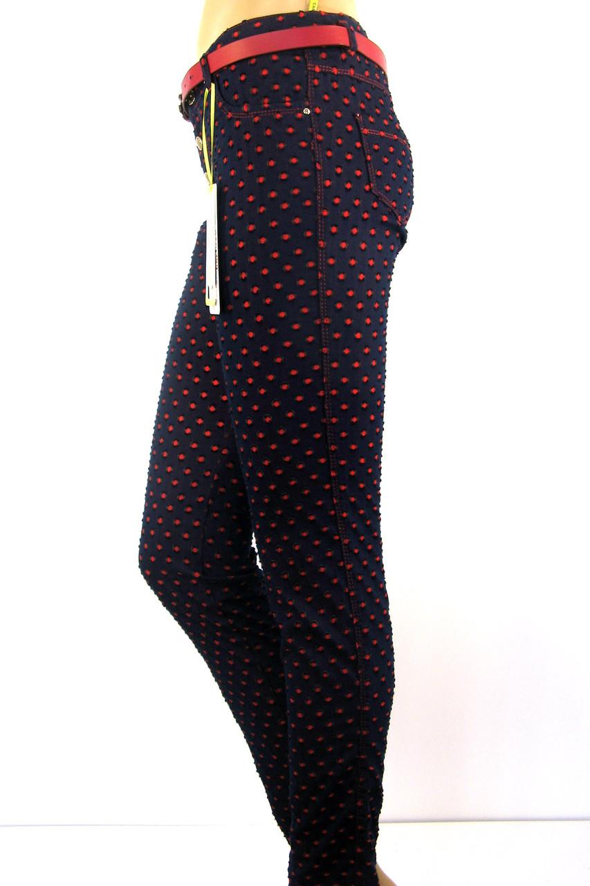 Жіночі штани бордового кольору в горошок
