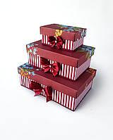 Прямоугольный подарочный комплект коробок ручной работы в бордовом тоне с цветочным букетом
