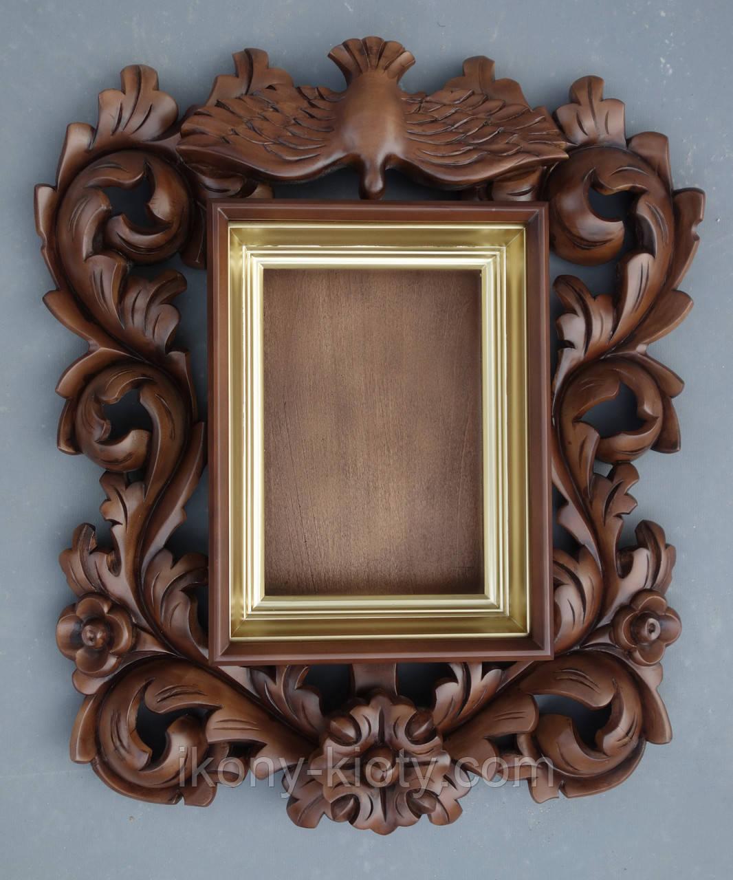 Киот для иконы резной в стиле украинского барокко с внутренней золочёной рамой.