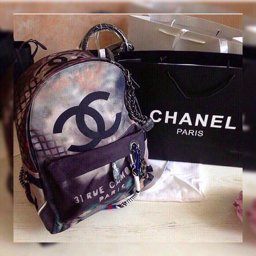 Рюкзак в стиле фиолетово-серый.