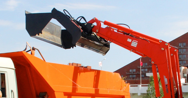 Фото навесного оборудования на стреле