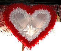 Свадебное сердце из бело-красных перьев напрокат