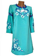 Сучасна вишита сукня на довгий рукав із квітковим орнаментом на бірюзовій тканині