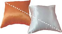Подушка атласная,искусственный наполнитель, цветная сторона, размер 35х35см., Белый/Персиковый