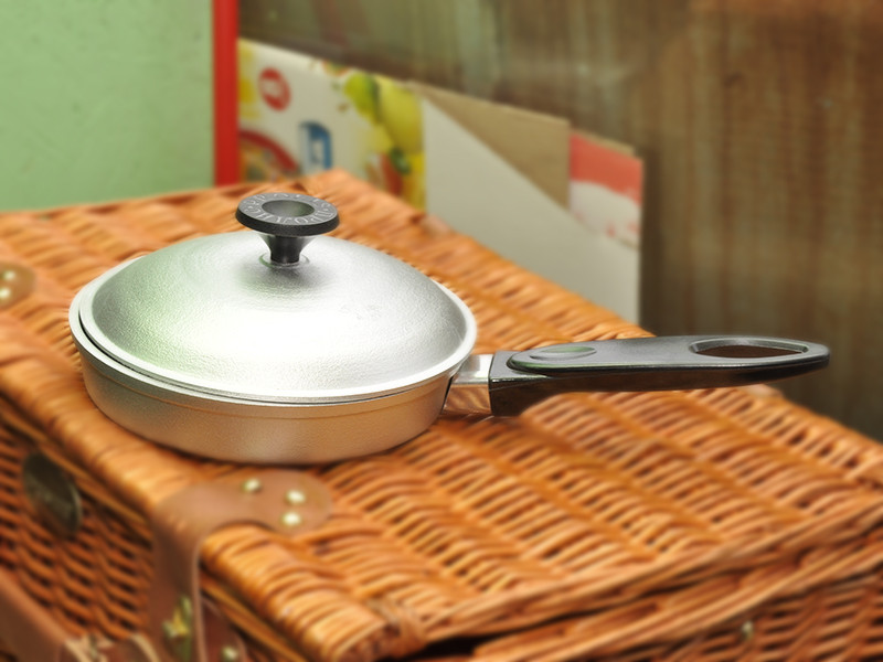 Сковорода алюминий 220мм с крышкой