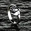 Серебряное кольцо Ладонь с фианитами