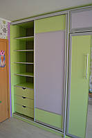 Шкаф-кровать подъемная, встроенная в шкаф-купе в детскую