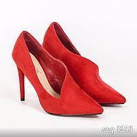 Красные эко-замшевые туфли лодочки  с необычным вырезом