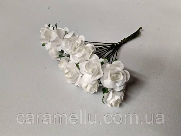 Розы бумажные на проволоке 12 штук.  Цвет белый