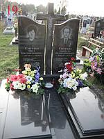 Памятник двойной с крестом и надгробием