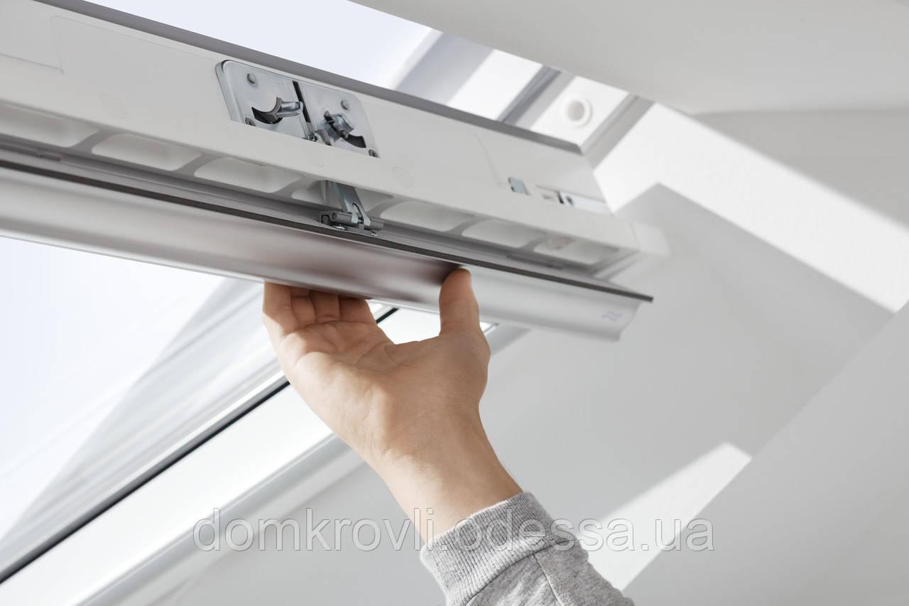 Мансардне вологостійке двокамерне вікно ручка зверху/знизу GLU 0061 (114х140см) поліуретан