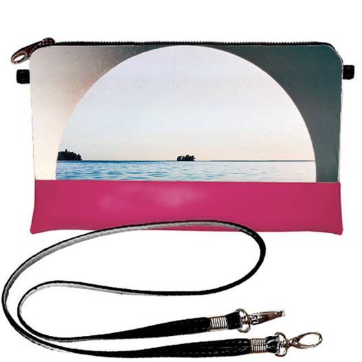 Розовый женский клатч с принтом Окно в море