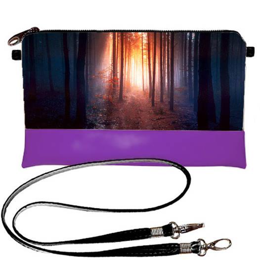 Фиолетовый молодежный клатч с принтом В лесу