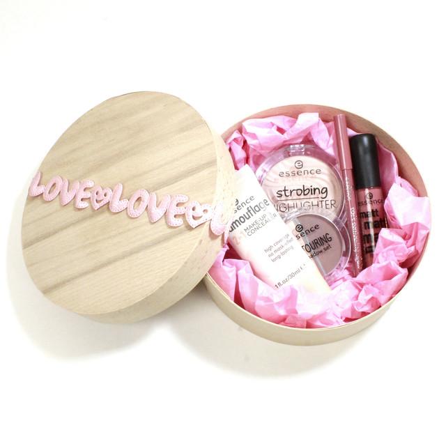 Подарочный набор декоративной косметики Love Essence