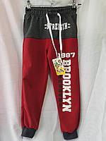 Спортивные штаны для мальчика-подростка на 13-16 лет красного цвета на манжете с надписью оптом