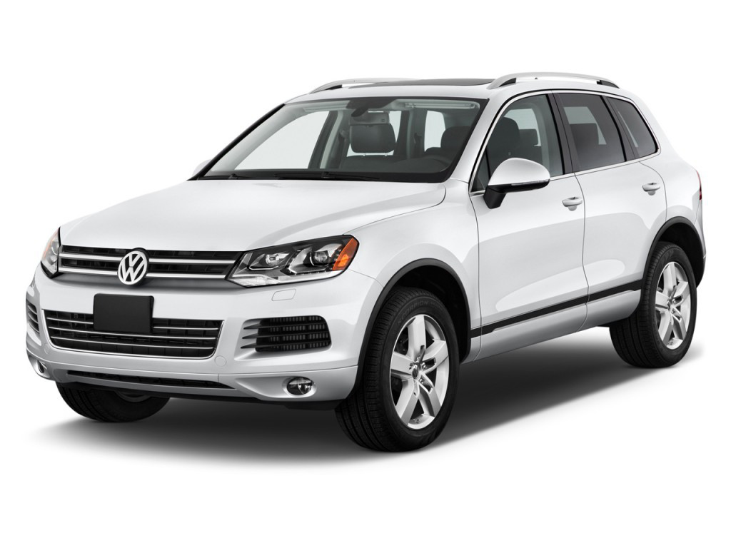 Лобовое стекло Volkswagen Touareg с местом под датчик и с молдингом (2010-)