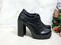 Женские черные  кожаные ботильоны на высоком каблуке.