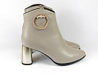 Кожаные бежевые женские ботиночки на каблуке, фото 1