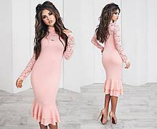 Приталенное платье с гипюровыми вставками
