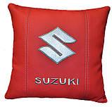 Автомобильная Подушка в машину с вышивкой логотипа сузуки Suzuki, фото 5