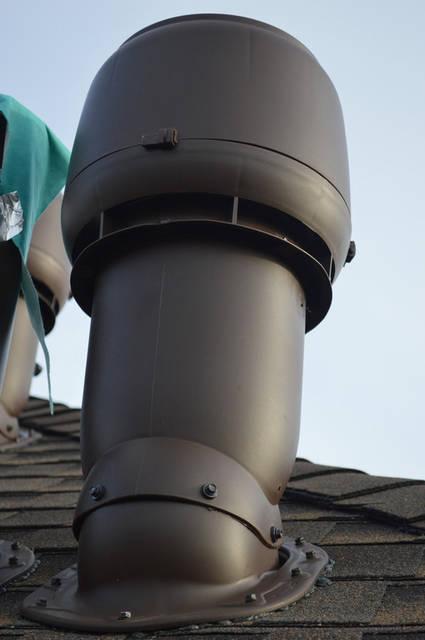 В соответствии с нормами строительства, в помещении, где установлено отопительное оборудование (котел) необходимо устанавливать отдельный вентканал, к которому ничего другого подсоединять нельзя (с точки зрения пожарной безопасности).