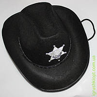 Шляпа ковбоя со значком на веревке