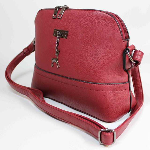75c5e2c514ae Маленькая аккуратная женская сумочка красного цвета. Качественная сумочка  на каждый день . Пошита из искусственной кожи, имеет одно основное  отделение и ...