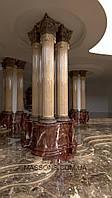 Мраморные колонны в интерьере.
