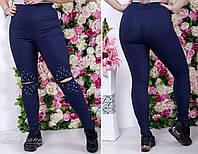 Обтягивающие женские штаны со стразами и разрезами на коленках батал