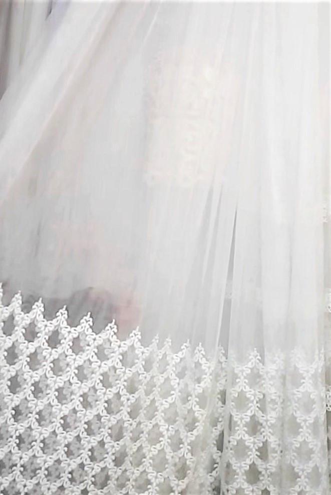 Гардинная ткань с вышивкой по низу мелкий завиток (белая)