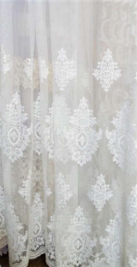 Гардинная ткань с вышивкой по низу короны (молочная)
