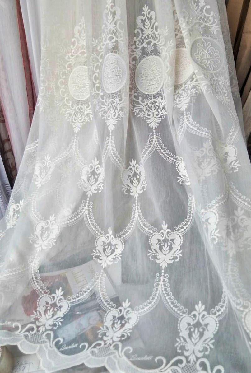 Гардинная ткань с вышивкой по низу короны (белая)