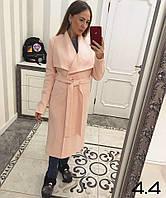 Красивое женское пальто нежного персикового цвета