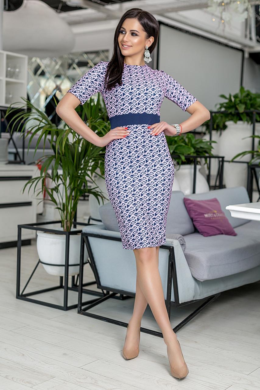 """Офисное платье-футляр по колено """"ODIN"""" с принтом и коротким рукавом (3 цвета)"""