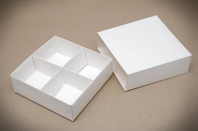 """Универсальная коробка с ложементом """"Белая 16*16*5 см"""""""