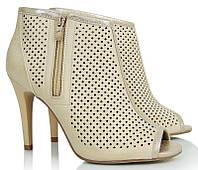 Женские ботинки на каблуке с открытым носком