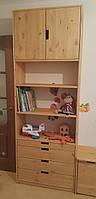 Шкаф с полками и выдвижными ящиками в детскую комнату
