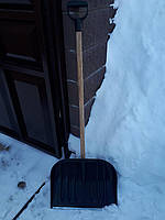 Лопата (Польща) для прибирання снігу з дерев'яним держаком, фото 1