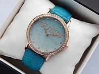 Женские часы Guess, золотистого цвета, циферблат синий градиент металлик, на кожаном ремешке, со стразами , фото 1
