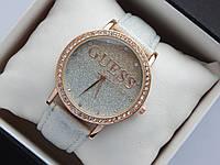 Женские часы Guess, золотистого цвета, циферблат белый градиент металлик, на кожаном ремешке, со стразами , фото 1