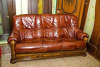 Кожаный премиум-диван с элементами резьбы по дереву