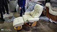 Кожаное кресло + пуфик