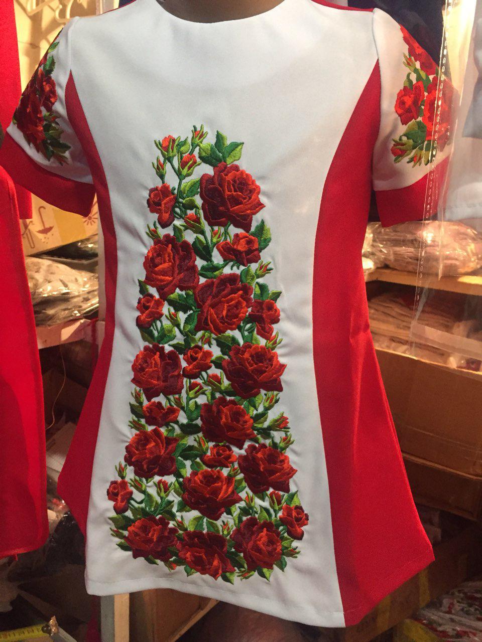 """Шикарное платье для девочки вышитое на габардине """"Поле роз"""","""