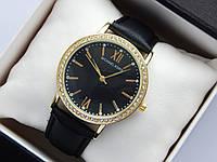 Женские наручные часы копия Michael Kors, золотистого цвета, черный циферблат, на кожаном ремешке, со стразами, фото 1