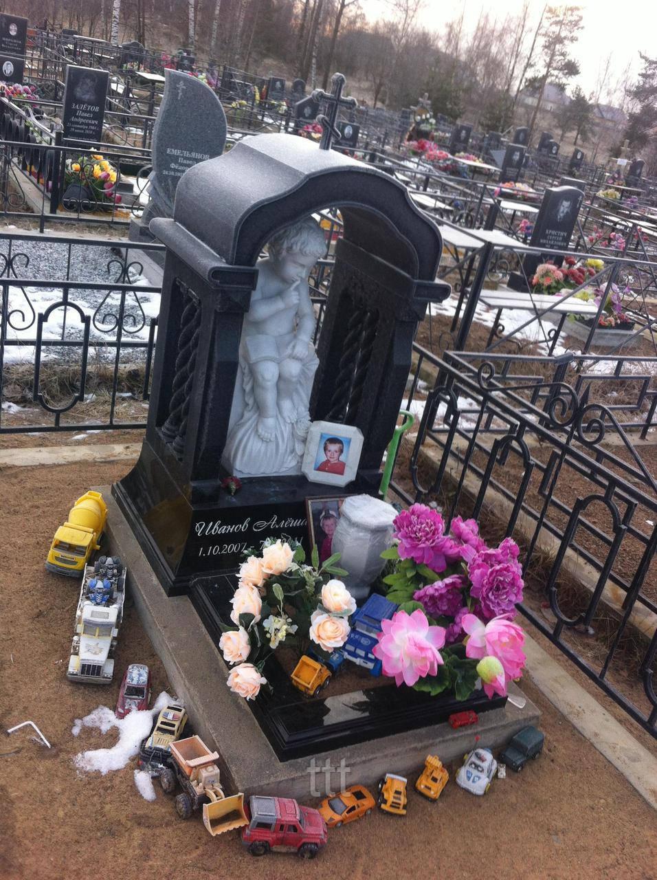 Детское надгробие с ангелом № 12