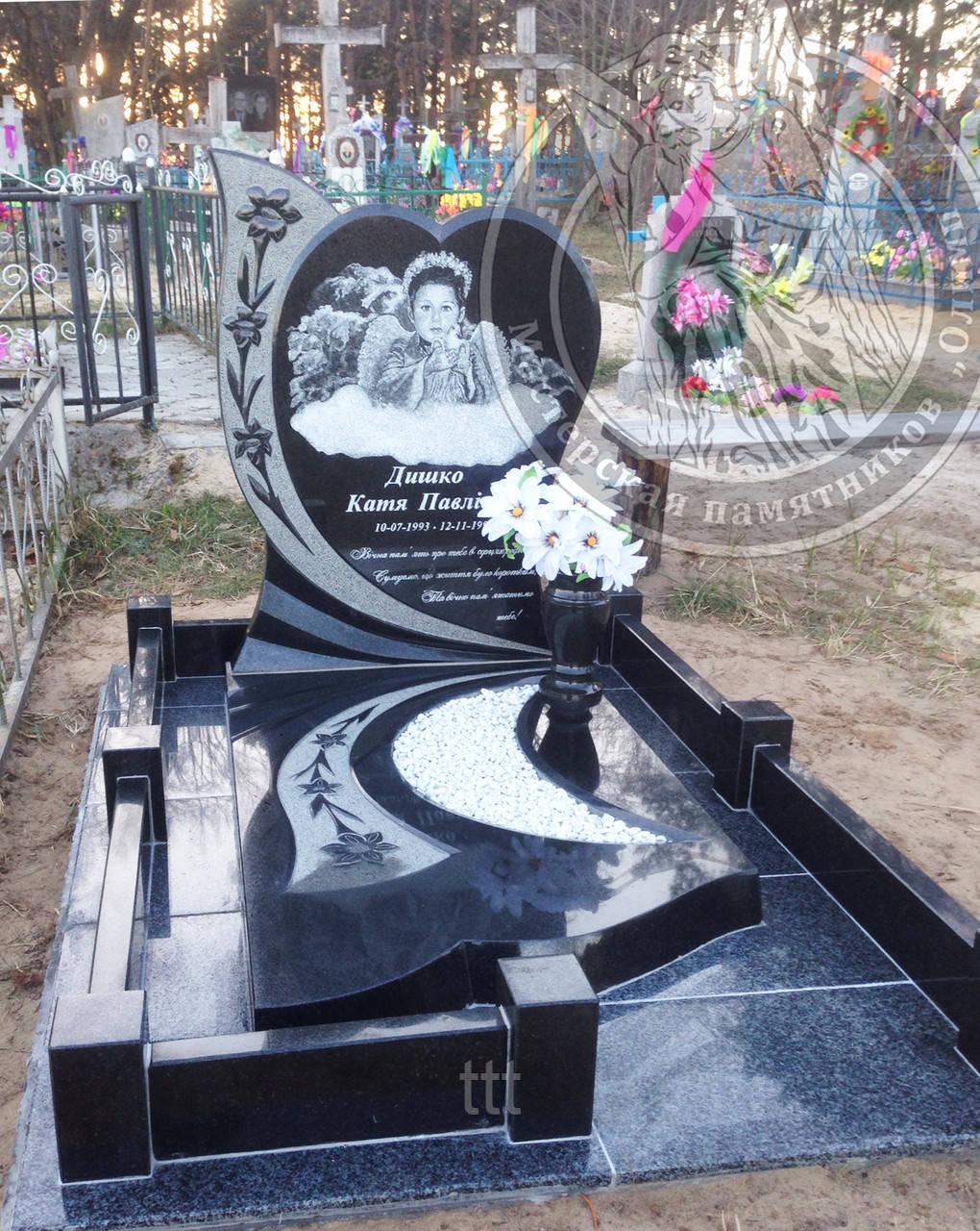 Детский памятник сердце с цветами №13