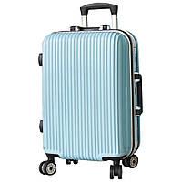 Глянцевый надёжный пластиковый чемодан