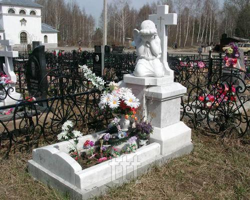 Детский памятник скорбящий ангел с крестом №16