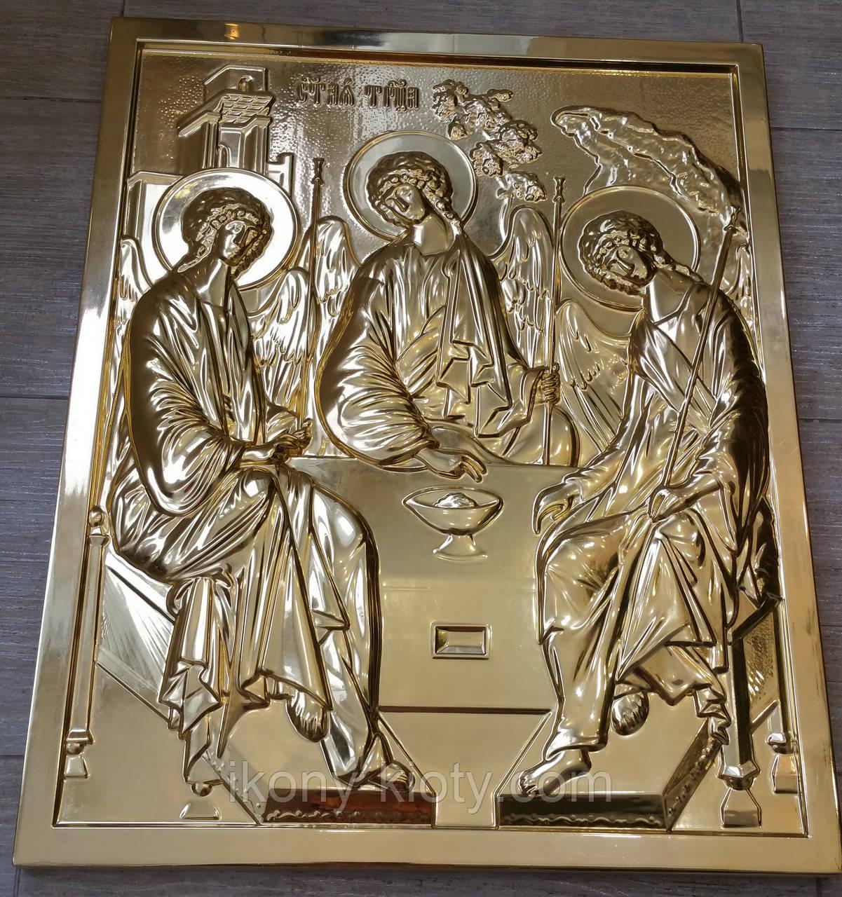 Золочение сусальным золотом резной иконы Святой Троицы.