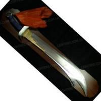 Самурайский меч на деревянной подставке